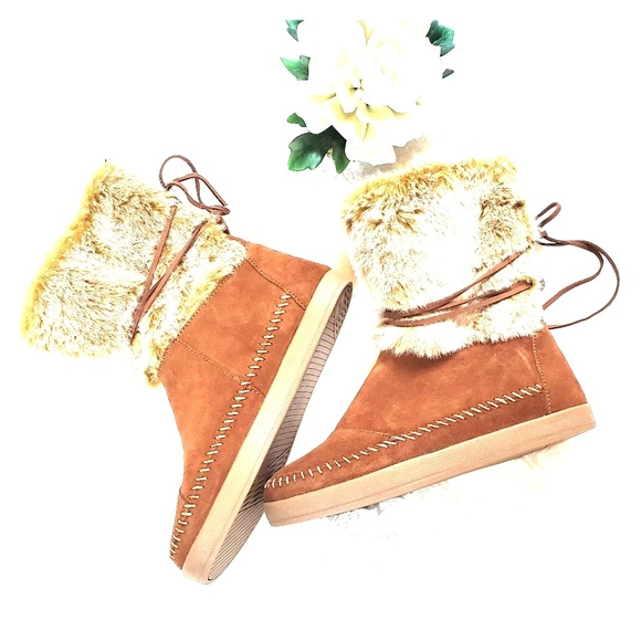 Toms Shoes - NWOB Tom's Nepal Tan Faux Fur Winter Boots